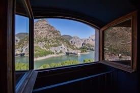 Vista habitación doble dúplex sin cocina Complejo Turístico La Garganta tu balcón al Caminito del Rey | @lagarganta.com