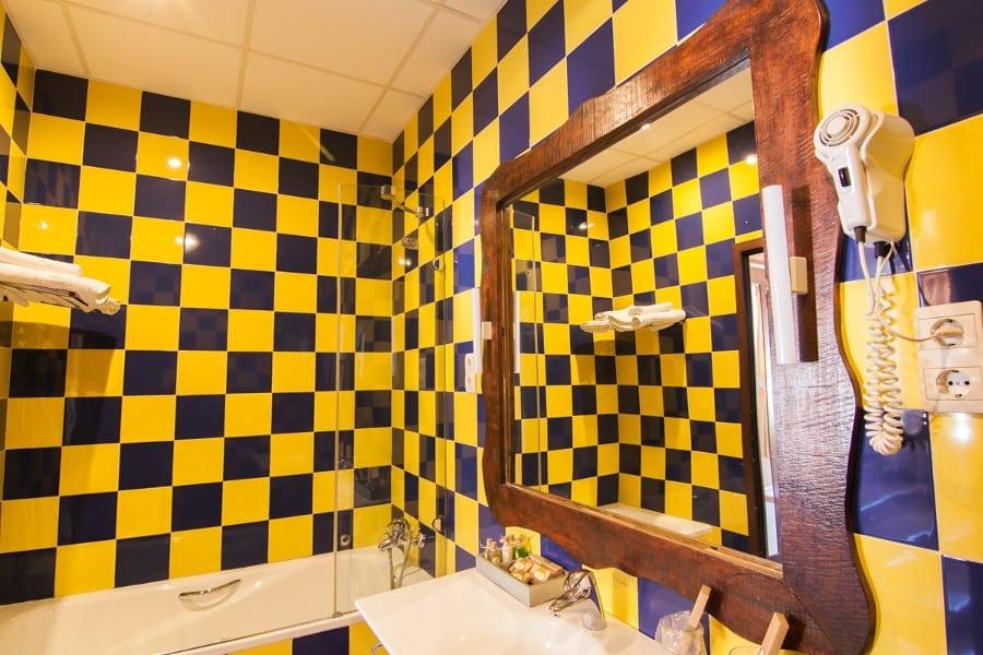 Interior del cuarto de baño de la habitación doble Complejo Turístico La Garganta