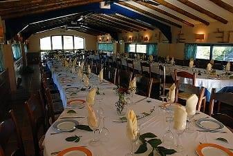 Interior restaurante Complejo Turístico La Garganta tu balcón al Caminito del Rey | @lagarganta.com