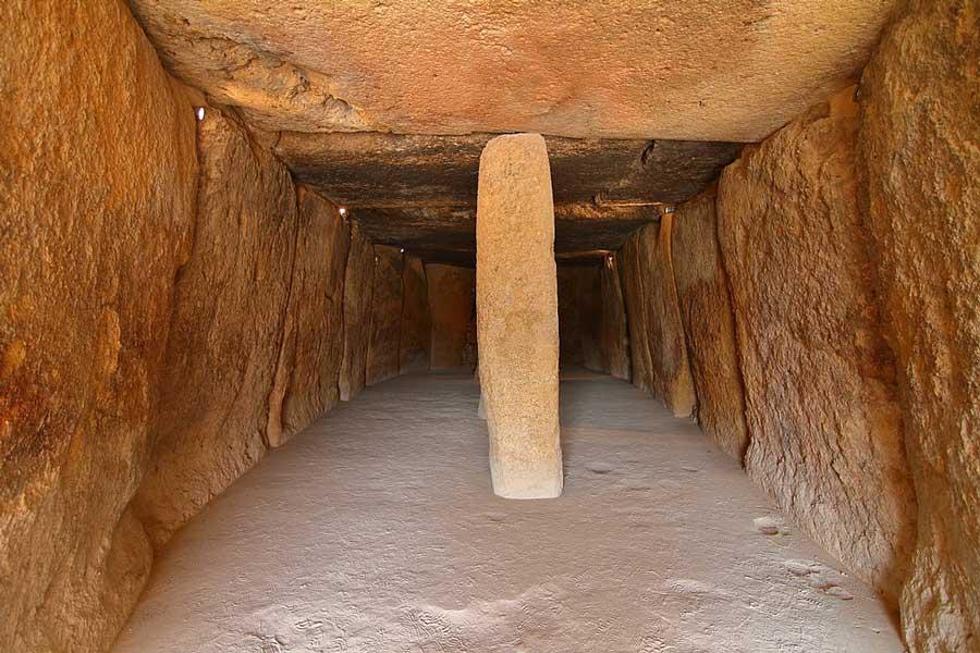 Dolmen de Menga vista interior desde la entrada
